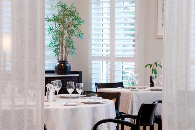 Le Meridien Noumea Resort & Spa-L'Hippocampe Restaurant - Dining Room<br/>Image from Leonardo