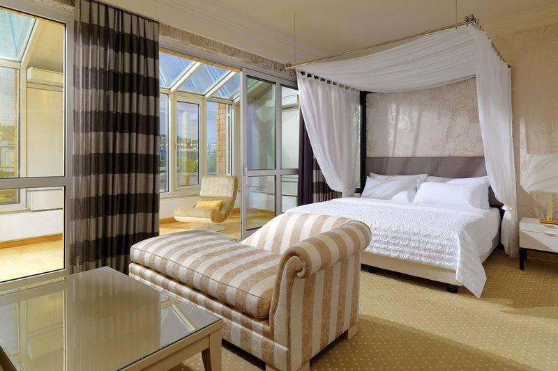 Le Meridien Stuttgart-Presidential Suite sleeping Room<br/>Image from Leonardo