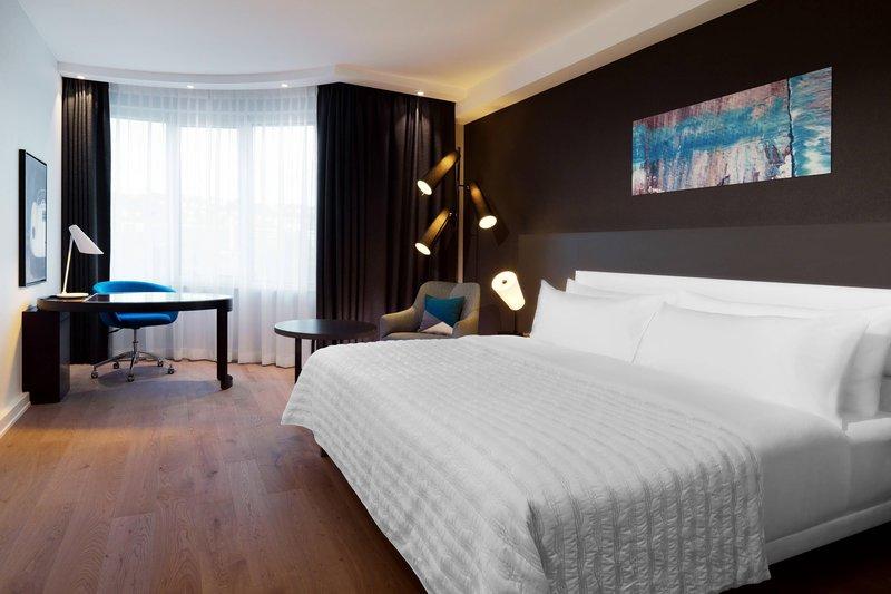 Le Meridien Stuttgart-Executive Guest Room<br/>Image from Leonardo