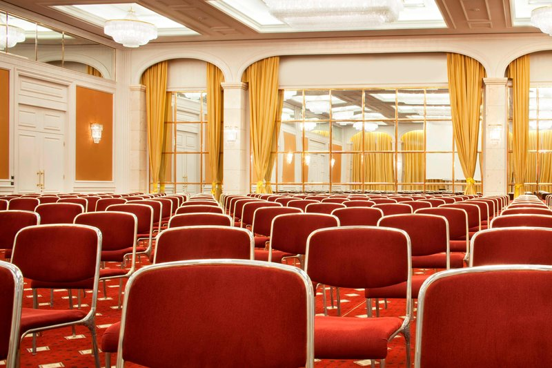 Le Meridien Stuttgart-Ballroom Elysee - Meeting setup<br/>Image from Leonardo