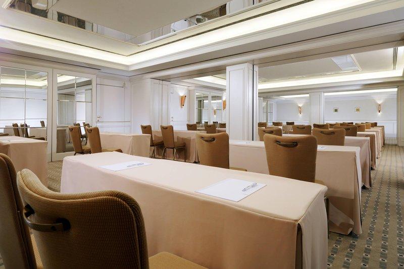 Le Meridien Stuttgart-Meeting Room Versailles<br/>Image from Leonardo