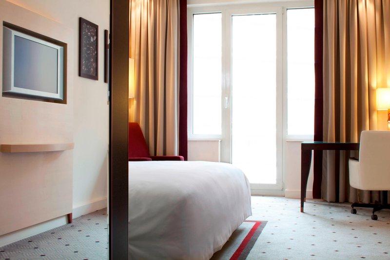 Le Meridien Stuttgart-Superior Room<br/>Image from Leonardo