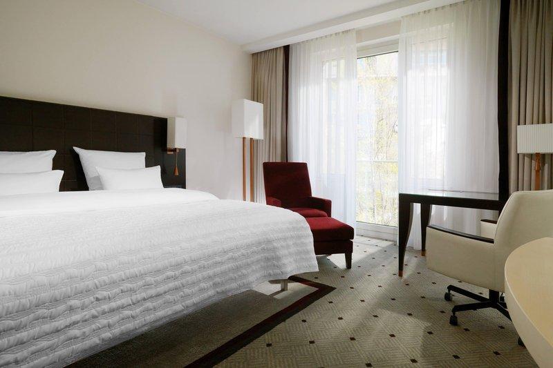 Le Meridien Stuttgart-Deluxe Guest Room<br/>Image from Leonardo
