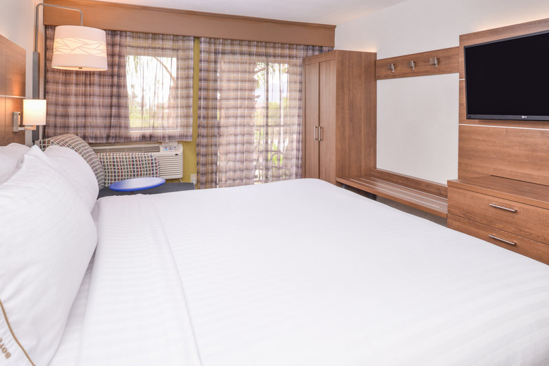 Holiday Inn Express Palm Desert-Spacious King Bed Room<br/>Image from Leonardo