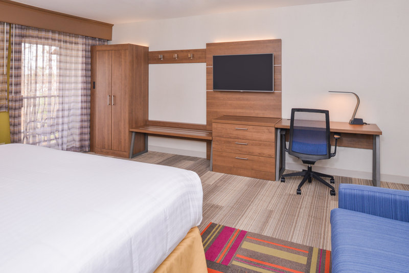Holiday Inn Express Palm Desert-King Executive Bed Nonsmoking<br/>Image from Leonardo