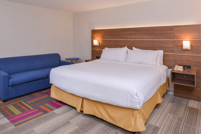 Holiday Inn Express Palm Desert-Spacious Executive Rooms With Sleeper Sofa<br/>Image from Leonardo