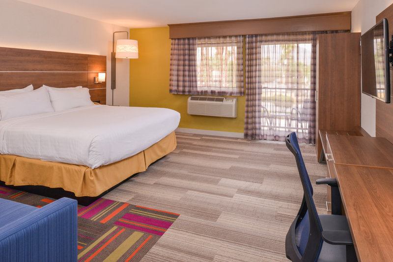 Holiday Inn Express Palm Desert-Relax In Our Spacious Executive King Room<br/>Image from Leonardo