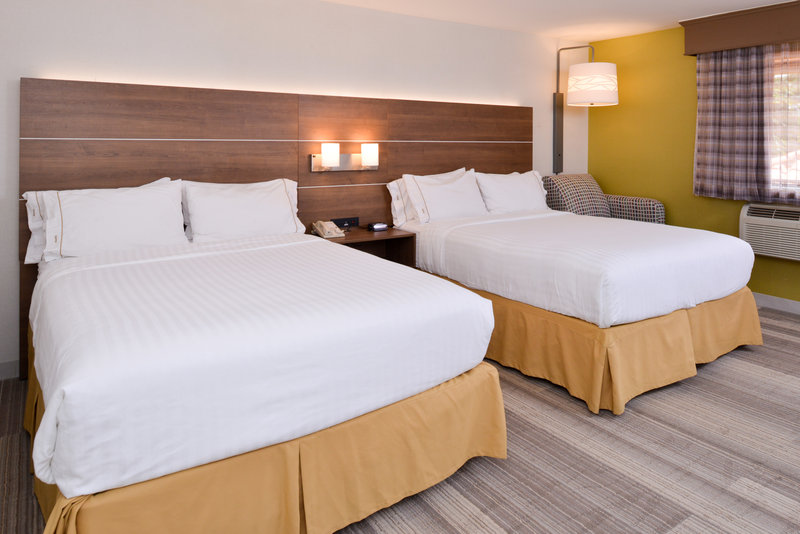 Holiday Inn Express Palm Desert-2 Queen Executive Bed Nonsmoking<br/>Image from Leonardo