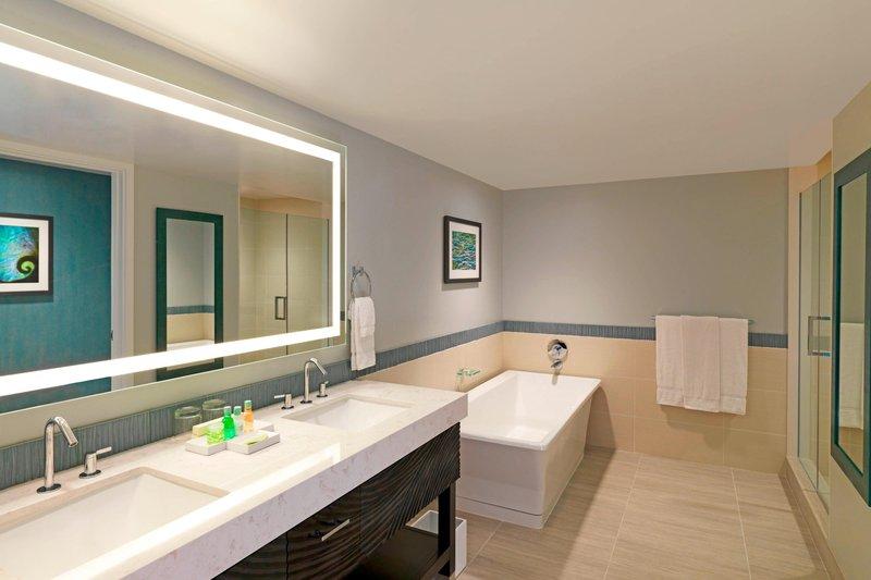 Moana Surfrider, A Westin Resort & Spa, Waikiki Beach - Penthouse Ocean Suite - Bathroom <br/>Image from Leonardo