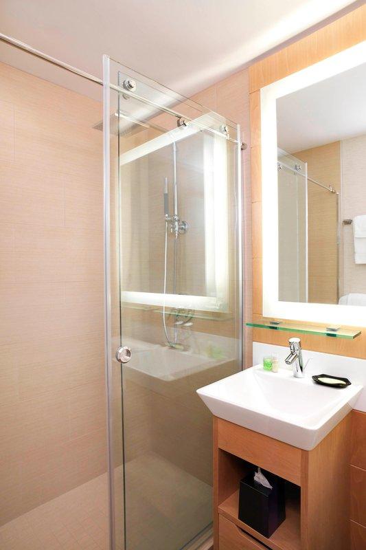 Moana Surfrider, A Westin Resort & Spa, Waikiki Beach - Bathroom - Diamond Wing <br/>Image from Leonardo