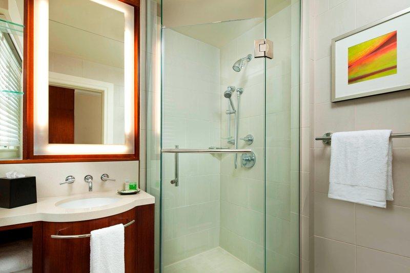 Moana Surfrider, A Westin Resort & Spa, Waikiki Beach - Banyan Guest Bathroom <br/>Image from Leonardo