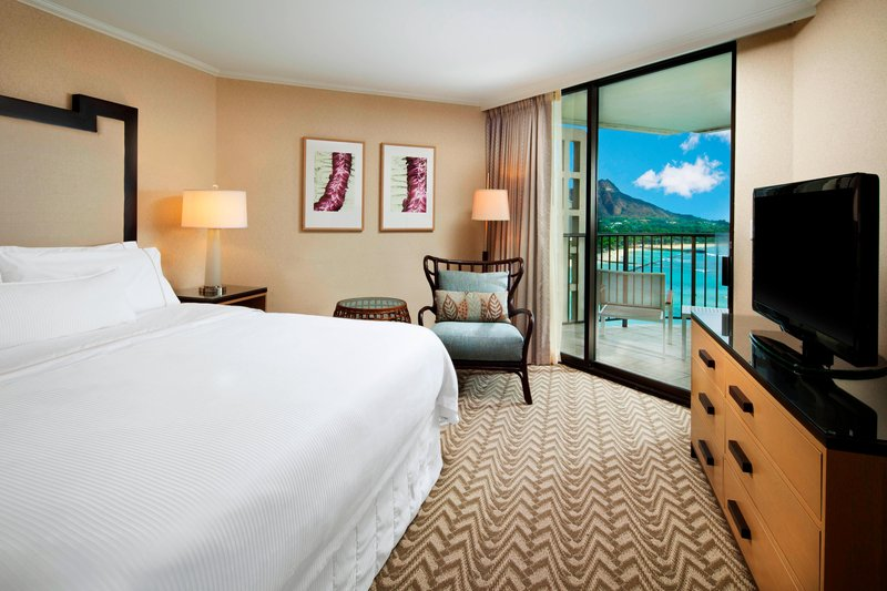Moana Surfrider, A Westin Resort & Spa, Waikiki Beach - Tower Ocean Suite <br/>Image from Leonardo