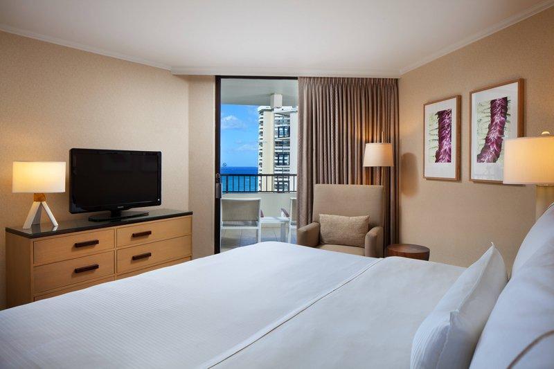 Moana Surfrider, A Westin Resort & Spa, Waikiki Beach - Tower Ocean View Suite <br/>Image from Leonardo