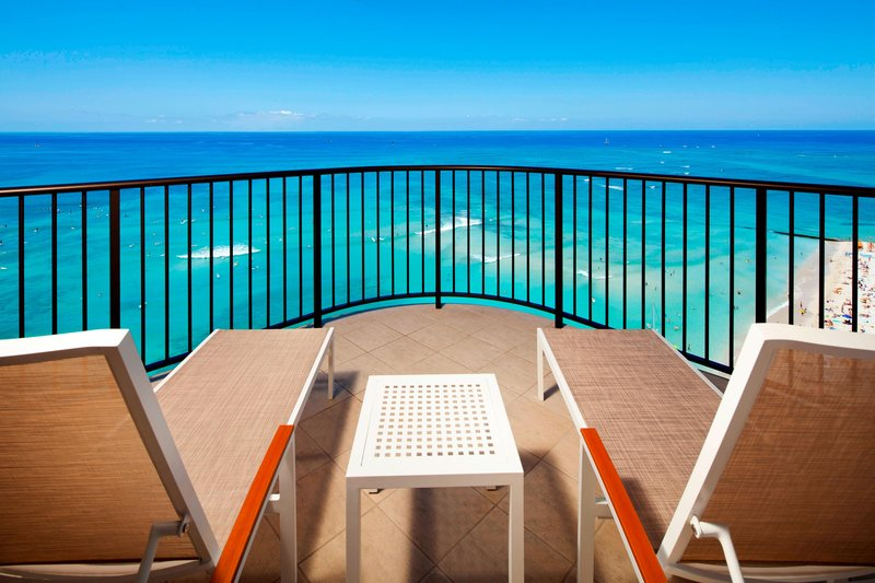 Moana Surfrider, A Westin Resort & Spa, Waikiki Beach - Tower Ocean Suite Lanai <br/>Image from Leonardo