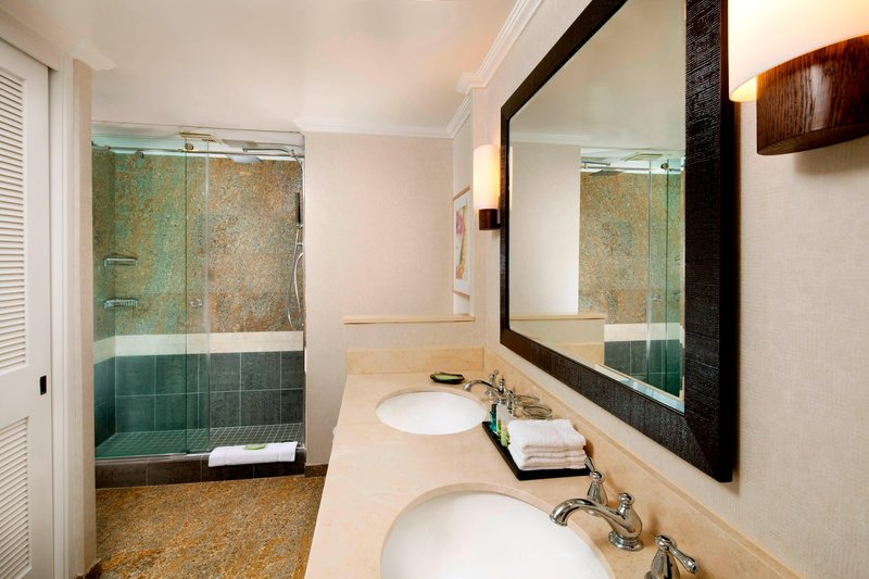 Moana Surfrider, A Westin Resort & Spa, Waikiki Beach - Tower Suite - Bathroom <br/>Image from Leonardo