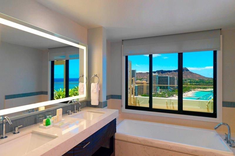 Moana Surfrider, A Westin Resort & Spa, Waikiki Beach - Penthouse Suite110 - Bathroom <br/>Image from Leonardo