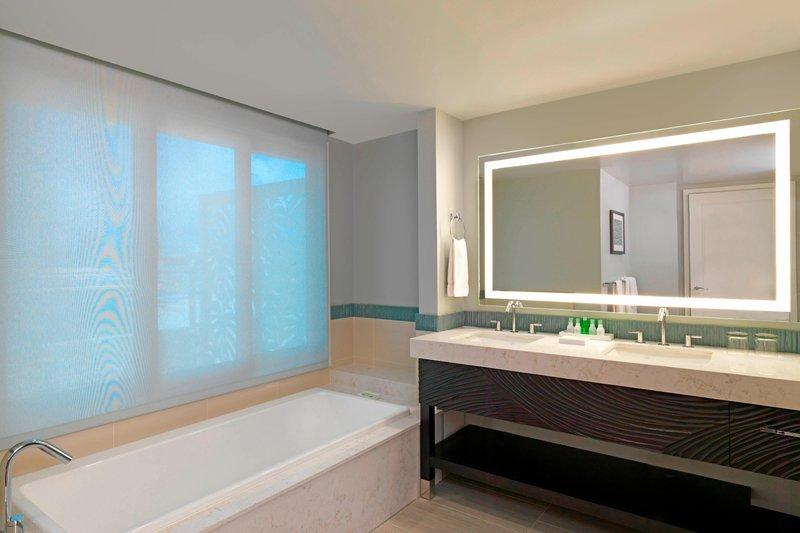 Moana Surfrider, A Westin Resort & Spa, Waikiki Beach - Penthouse Suite109 - Bathroom <br/>Image from Leonardo
