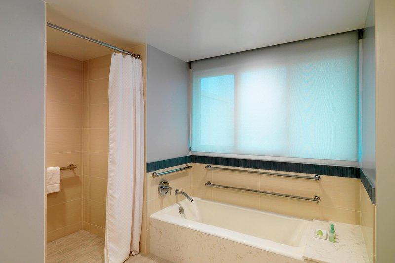 Moana Surfrider, A Westin Resort & Spa, Waikiki Beach - Accessible Tower Ocean Suite - Bathroom <br/>Image from Leonardo