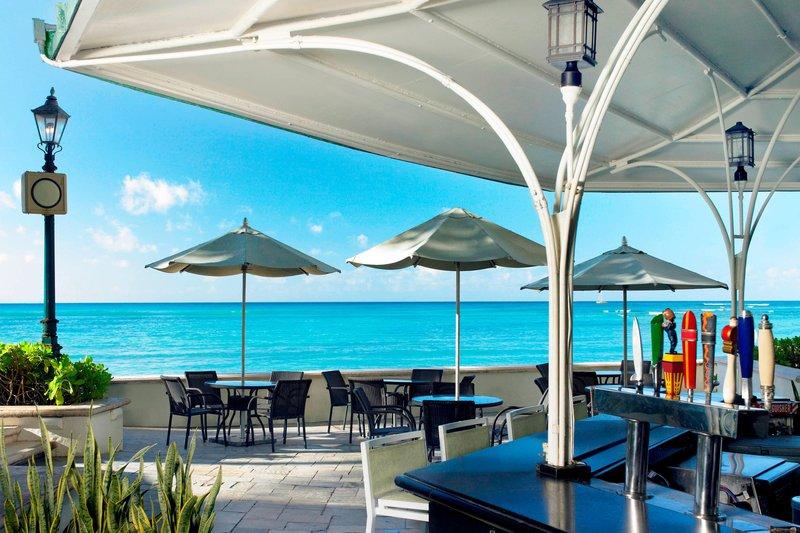 Moana Surfrider, A Westin Resort & Spa, Waikiki Beach - The Beach Bar <br/>Image from Leonardo