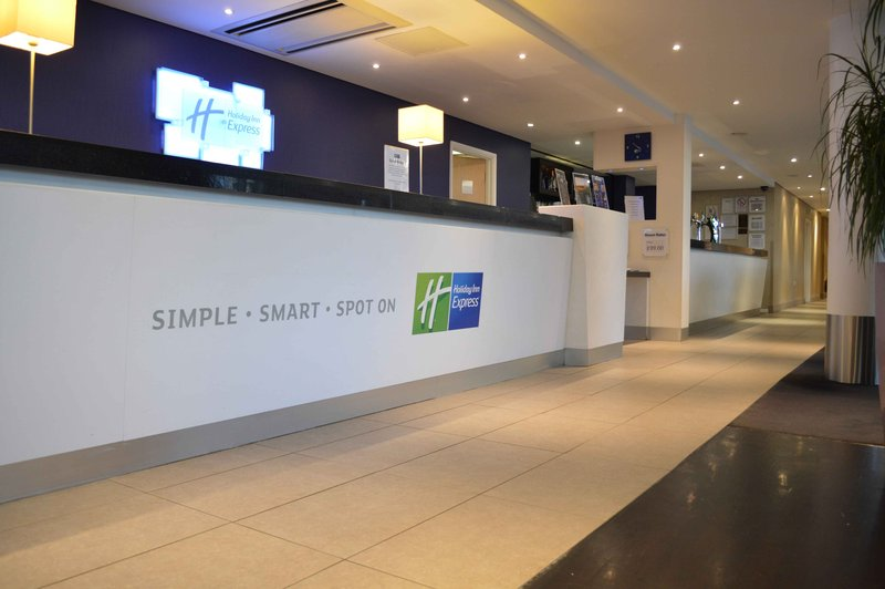Holiday Inn Express Dundee-Reception<br/>Image from Leonardo