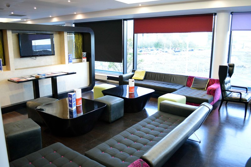 Holiday Inn Express Dundee-Guest Lounge<br/>Image from Leonardo
