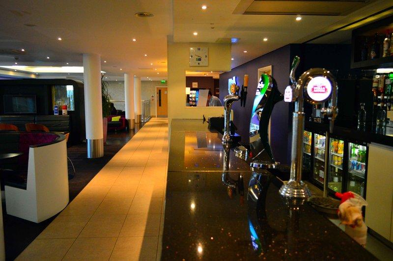 Holiday Inn Express Dundee-Bar<br/>Image from Leonardo