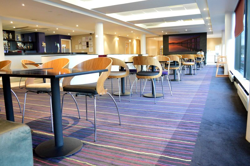 Holiday Inn Express Dundee-Guest Breakfast / Dining Lounge<br/>Image from Leonardo