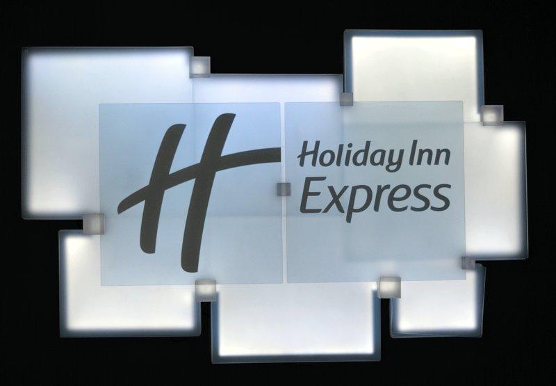 Holiday Inn Express Dundee-Reception Signage<br/>Image from Leonardo
