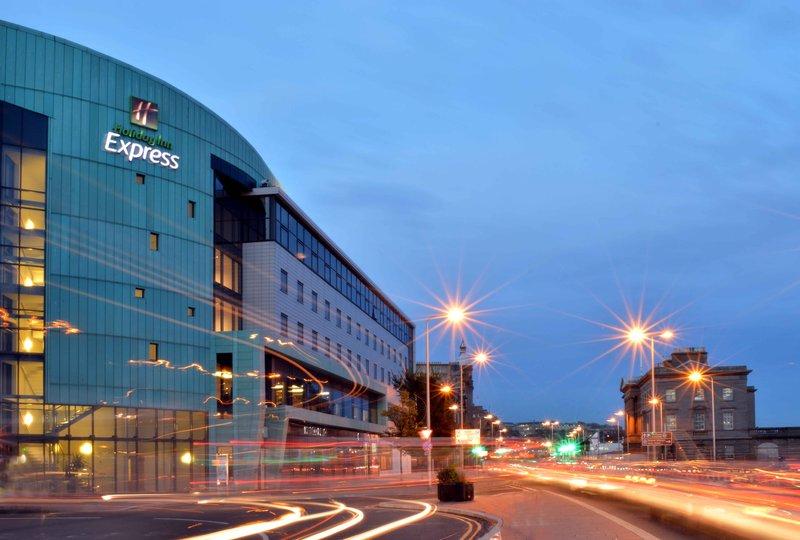 Holiday Inn Express Dundee-Hotel at twilight<br/>Image from Leonardo