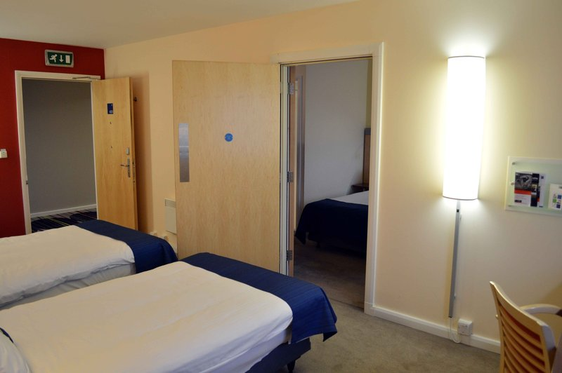 Holiday Inn Express Dundee-Twin Bedroom Interconnecting<br/>Image from Leonardo