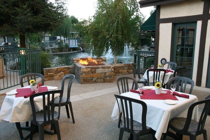 Holiday Inn Selma-Swancourt-Restaurant<br/>Image from Leonardo