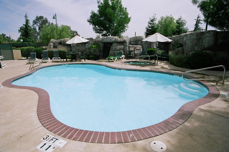 Holiday Inn Selma-Swancourt-Swimming Pool<br/>Image from Leonardo