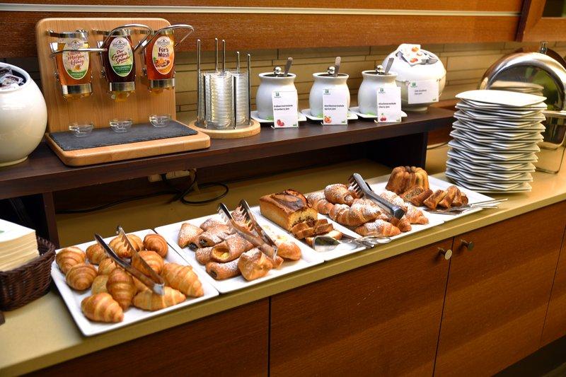 Holiday Inn Salzburg City-Austrians Biscuits, Sweet Honey and jummy Jam<br/>Image from Leonardo