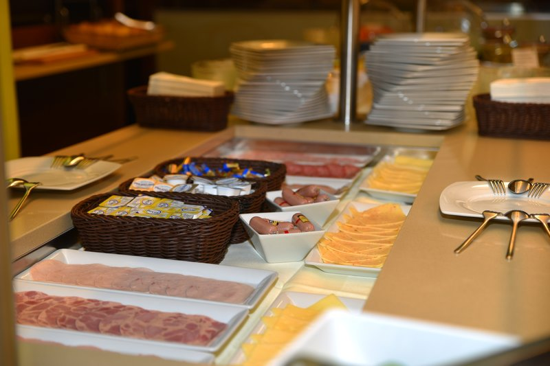 Holiday Inn Salzburg City-Enjoy Austrians very good sausages and cheese variety<br/>Image from Leonardo