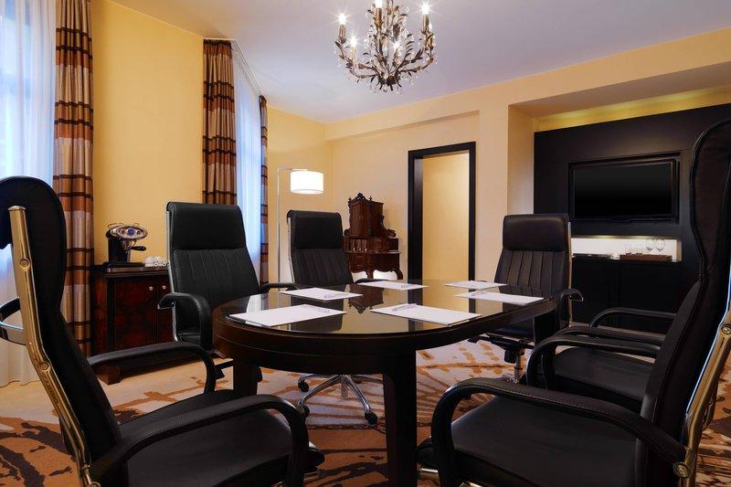 Le Meridien Grand Nuremburg-Executive Suite Boardroom<br/>Image from Leonardo