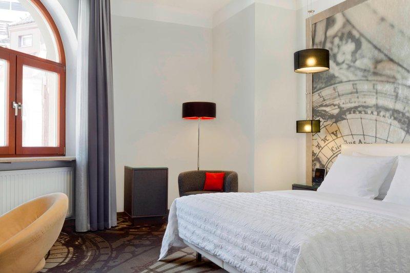 Le Meridien Grand Nuremburg-Deluxe King Room<br/>Image from Leonardo