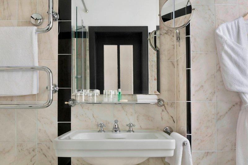 Le Meridien Grand Nuremburg-Bathroom<br/>Image from Leonardo