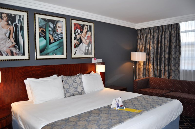 Crowne Plaza Liverpool John Lennon Airport-Guest Room<br/>Image from Leonardo