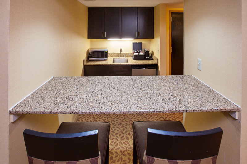 Holiday Inn Evansville Airport-Parlor Suite<br/>Image from Leonardo