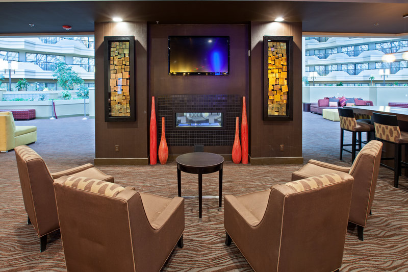 Holiday Inn Evansville Airport-Fireplace<br/>Image from Leonardo