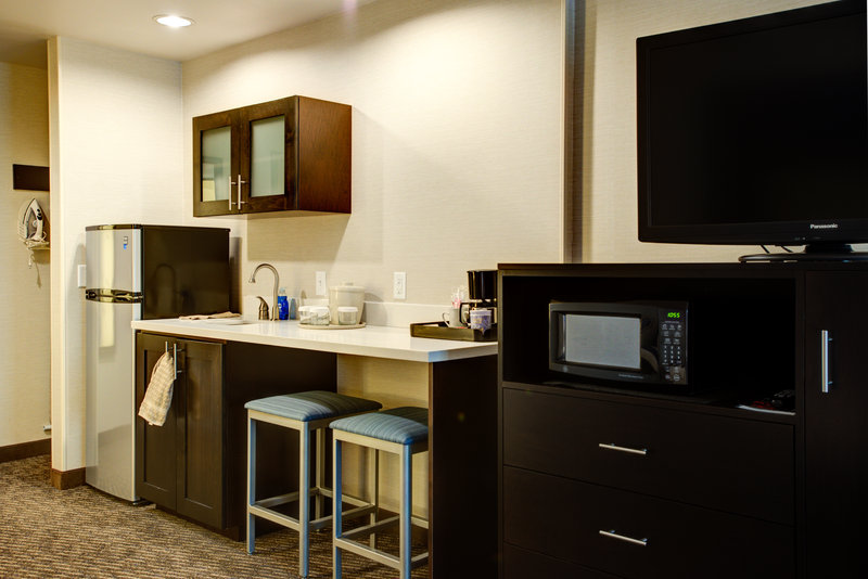 Holiday Inn Express Bellingham-Two Queen Kitchenette Guest Room<br/>Image from Leonardo