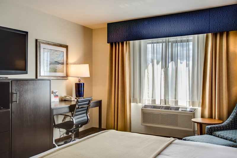 Holiday Inn Express Bellingham-Standard Guest Room King Bed<br/>Image from Leonardo
