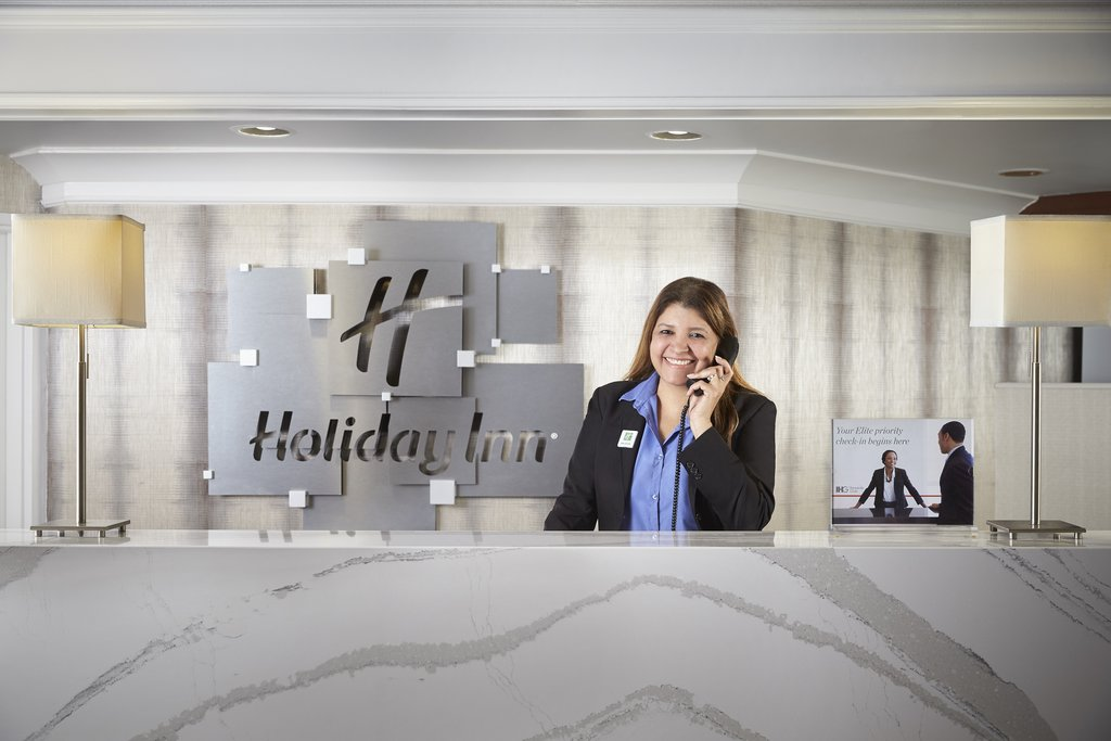 Holiday Inn Hotel &amp; Suites Alexandria Old Town-Front Desk<br/>Image from Leonardo