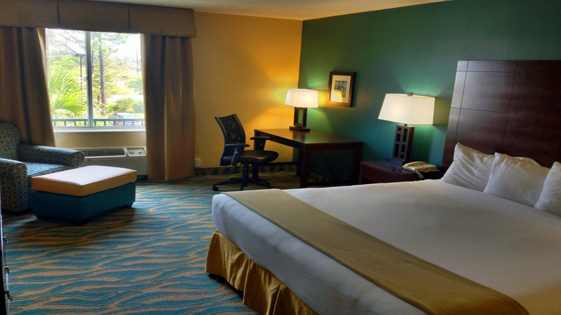Holiday Inn Express Bluffton-King Bed Guest Room<br/>Image from Leonardo