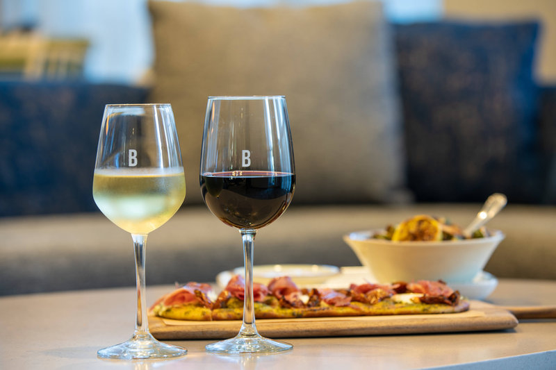 Courtyard Marriott Fort Lauderdale Airport & Cruise Port-The Bistro - White Wine, Red Wine & Flatbread<br/>Image from Leonardo