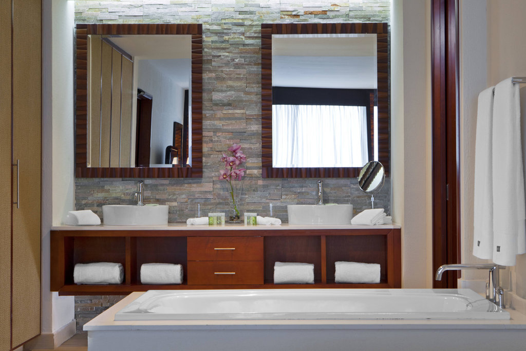 Dreams Playa Bonita Panama - Renewal Suite - Bathroom <br/>Image from Leonardo