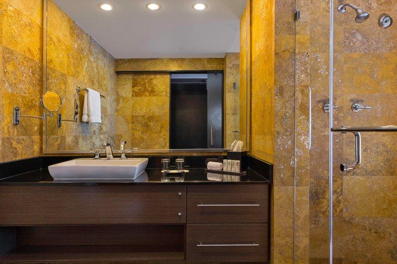 Le Meridien Panama - Deluxe Bathroom <br/>Image from Leonardo