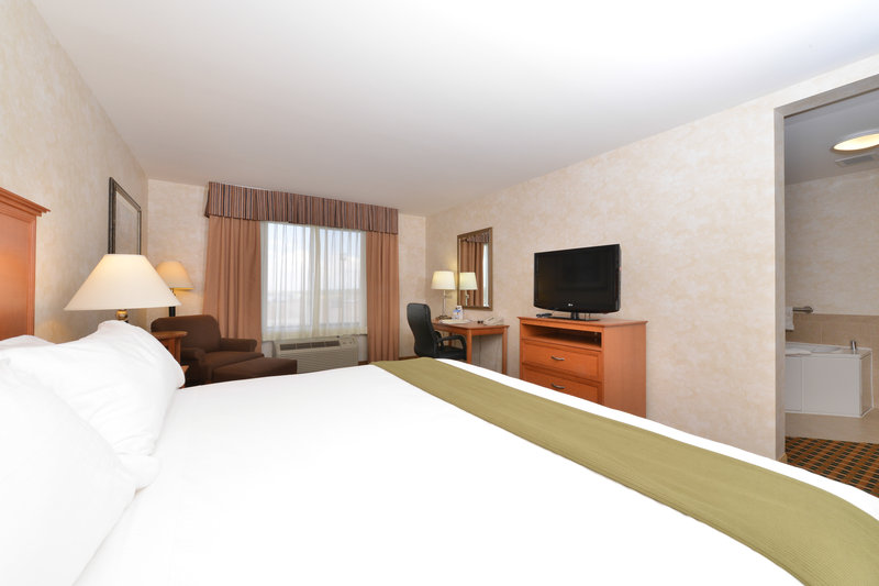 Holiday Inn Express Rawlins-Jacuzzi Suite at the Holiday Inn Express, Rawlins, WY<br/>Image from Leonardo