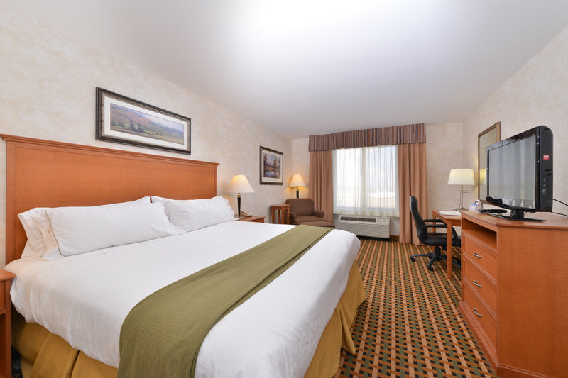 Holiday Inn Express Rawlins-King Bed Guest Room, Holiday Inn Express, Rawlins, WY<br/>Image from Leonardo