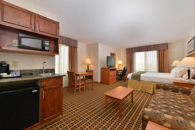 Holiday Inn Express Rawlins-King Executive Guest Room, Holiday Inn Express, Rawlins, WY<br/>Image from Leonardo